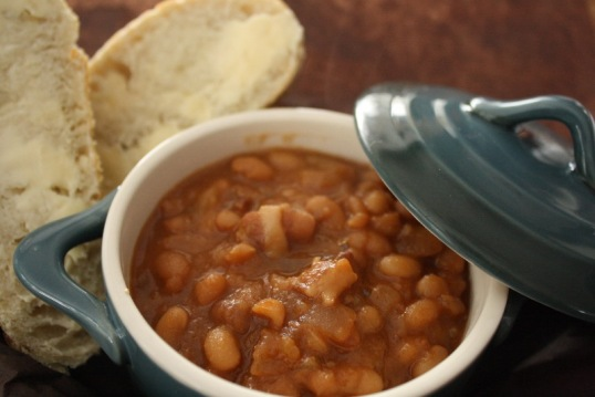 maple baked beans with apples